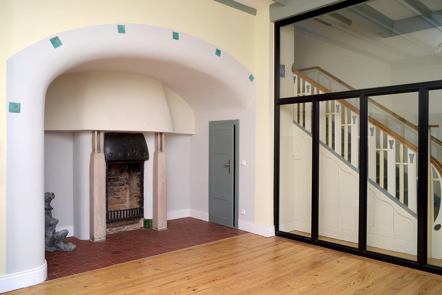 Lietzenburg Innenansichten - Bauzeitlicher Kamin in der Lobby