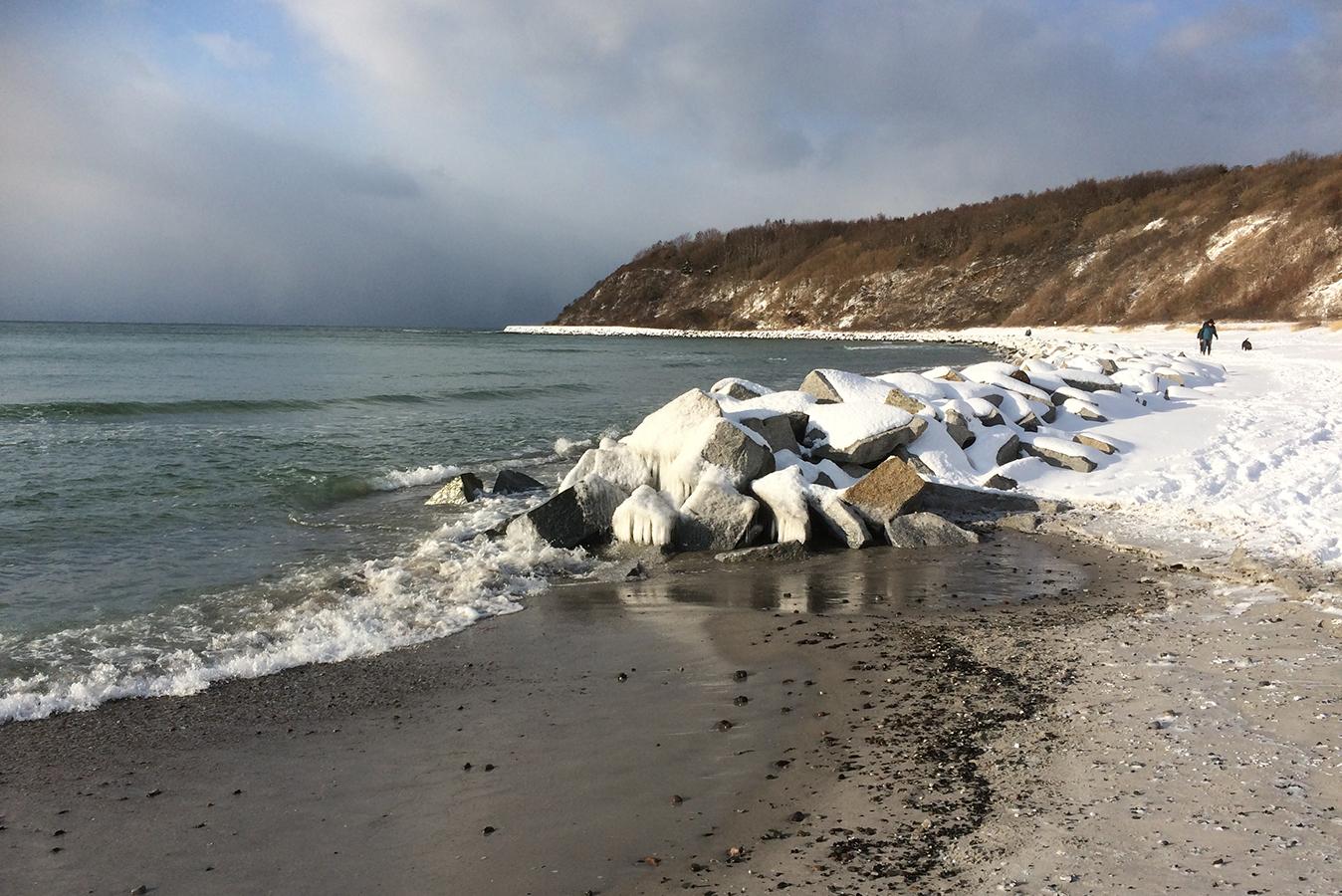 Insel Hiddensee - Kloster Strand mit Hucke im Winter